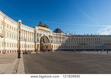 SAINT PETERSBURG, RUSSIA, - AUGUST 17, 2015: Arch of the General Staff on Palace Square in Saint Petersburg.