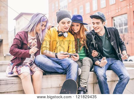 Group of young teens playing videogames outdoors - Cool teenagers hanging out in a university campus