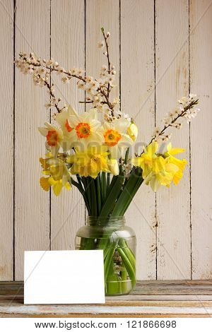 a bouquet of daffodils