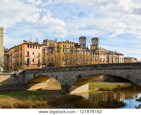 Old bridge ( Pont de Pedra) in center of Girona, Spain