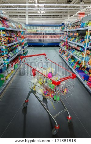 Supermarket cart and the aisle