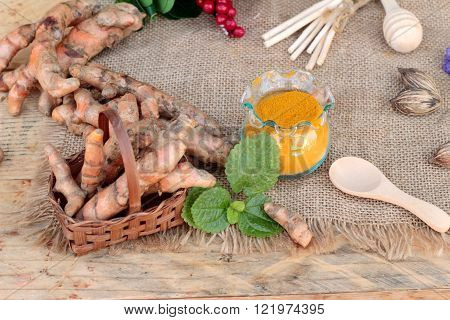Turmeric powder and fresh turmeric for health