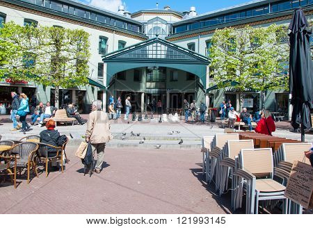 AMSTERDAM-APRIL 30: Undefined people play chess on Amsterdam street on April 302015 the Netherlands.
