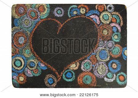 Coração e círculos no quadro-negro preto