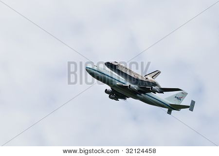 Space Shuttle Discovery Flyover Over The Washington, D.c. Area