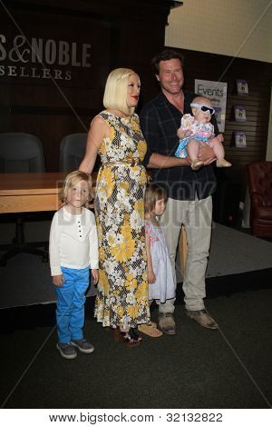 LOS ANGELES - APR 17:  Tori Spelling, Stella, son Liam, Hattie, husband Dean McDermott at a signing for her book