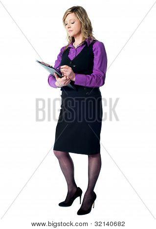 Fêmea Secretário exclusivamente na área de transferência