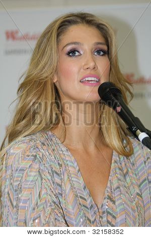 Delta Goodrem - Singing