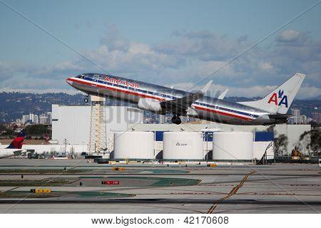 American Airlines Boeing 737-823