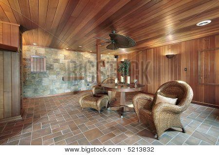 Keller mit Stein und Holz Wände