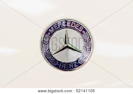 Mercedes Benz Sign