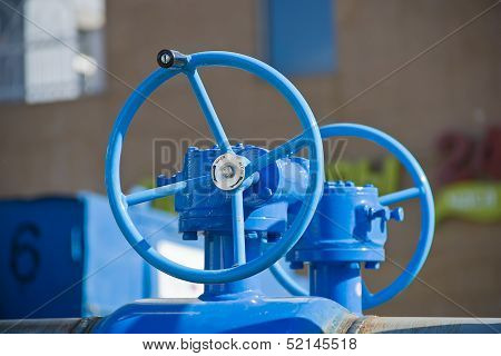 Pipeline With Large Valves