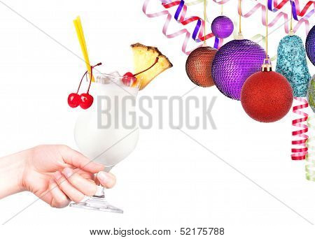 hand with alcohol cocktail