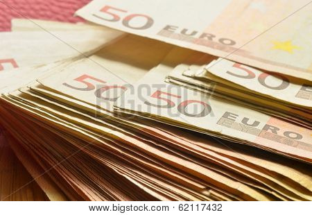 Five thousand cash in fifty euro bills