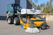 Giant D337T Wheel Loader With Collecting Sweeper