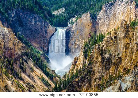 Landscape View At Grand Canyon Of Yellowstone, Usa