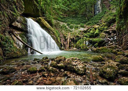 Galbenei Gorge Waterfall