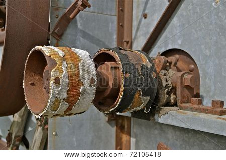 Worn out threshing pulleys show extensions