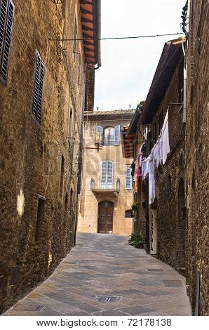 Narrow backstreets with medieval architecture at San Gimignano, Tuscany