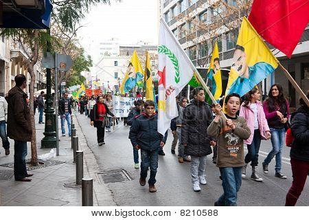 Manifestantes na cidade Atenas