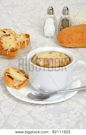 french onion soup with cheese bread