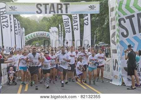 Runners Start The Color Run
