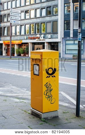 Deutsche Post Dhl - Mailbox In The City