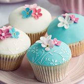picture of sugarpaste  - Wedding cupcakes with embossed fondant - JPG