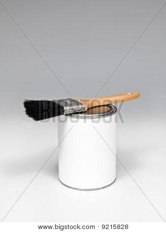 paintbrush with black bristles