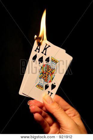 Cartas caliente (enfoque en la parte inferior de la llama)