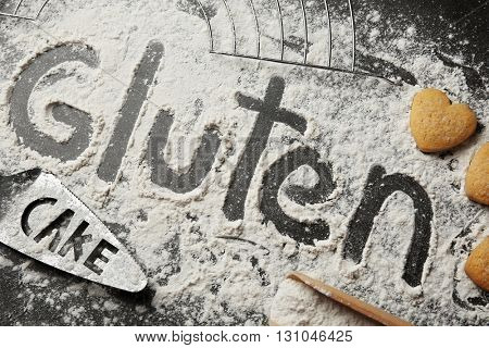Gluten word written with flour on table