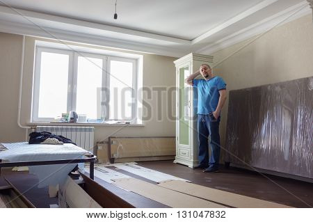 Construction works are carried out in a new apartment