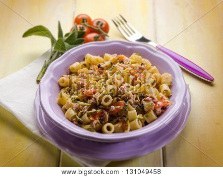 pasta with tuna zucchinis and tomatoes
