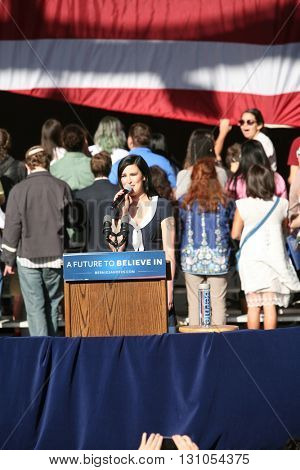 IRVINE, CALIFORNIA - May 22: Rumer Glenn Willis, daughter of Bruce Willis and Demi Moore sings the National Anthem at a Bernie Sanders rally in Irvine, California on May 22, 2016