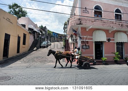 SANTO DOMINGO, DOMINICAN REPUBLIC - NOVEMBER 8, 2016. Street, Santo Domingo