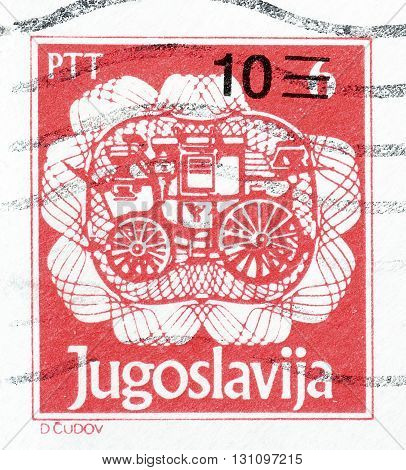 YUGOSLAVIA - CIRCA 1993 : Cancelled postage stamp printed by Yugoslavia, that shows Old post carriage.