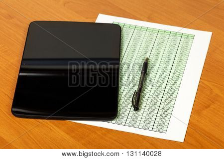 The tablet, a pen and a sheet with a list of desktop background.