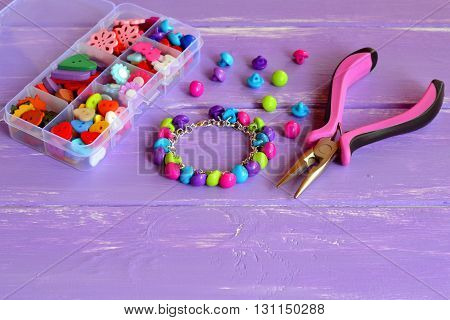 Colorful button bracelet craft. Crafting with buttons. Crafty way to use buttons for gift. Charm bracelet. Fun and easy kids diy idea