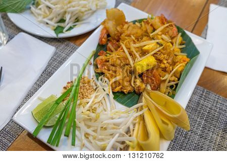 Shrimps Pad Thai ( Thailand's national dishes )