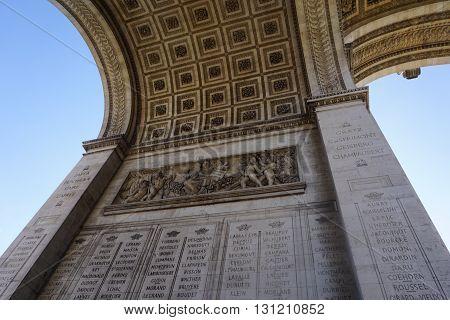 The arrangement of the arc DE triomphe relief