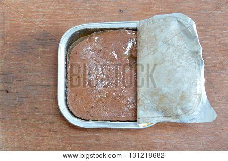 dog premium wet food in aluminium tray