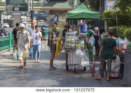 BANGKOK THAILAND - APR 24 : street food stall Ratchaprasong Junction in front of CentralWorld on april 24 2016 thailand. Ratchaprasong Junction one of is famous landmark of Bangkok