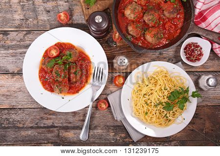 spaghetti with tomato sauce and meatball