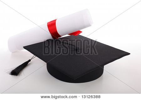 Graduation Cap und Diplom, isolated on white