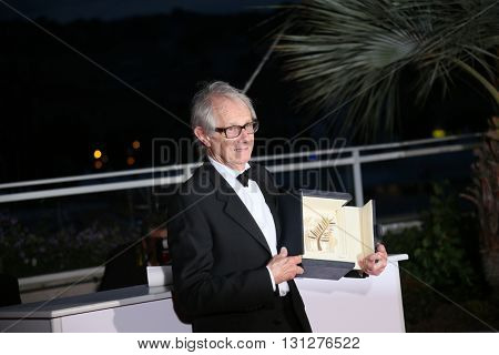 Ken Loach poses  the Palme D'Or Winner Photocall during the 69th annual Cannes Film Festival at the Palais des Festivals on May 22, 2016 in Cannes, France.
