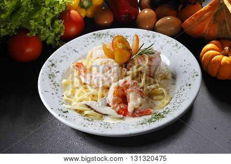 Large shrimp with pasta