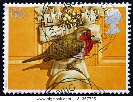 GREAT BRITAIN - CIRCA 1995: a stamp printed in Great Britain shows Robin Sitting on Door Knob Christmas Decoration on Door circa 1995