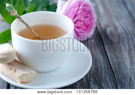 Tea and roses in the Shabby Chic style