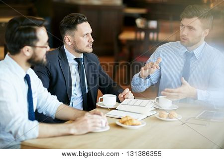 Interacting in cafe