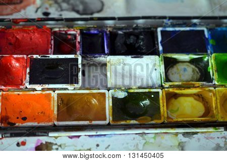 closup of a messy paintbox after using